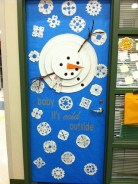 Totally Inspiring Winter Door Decoration Ideas 27